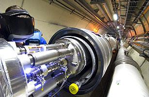 焊接LHC的两块磁体