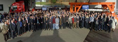 2006年11月27日举行的正式仪式,庆祝LHC的1624块主超导磁体成功运抵CERN