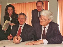 瑞士议员Villiger与长官C. Llewellyn-Smith